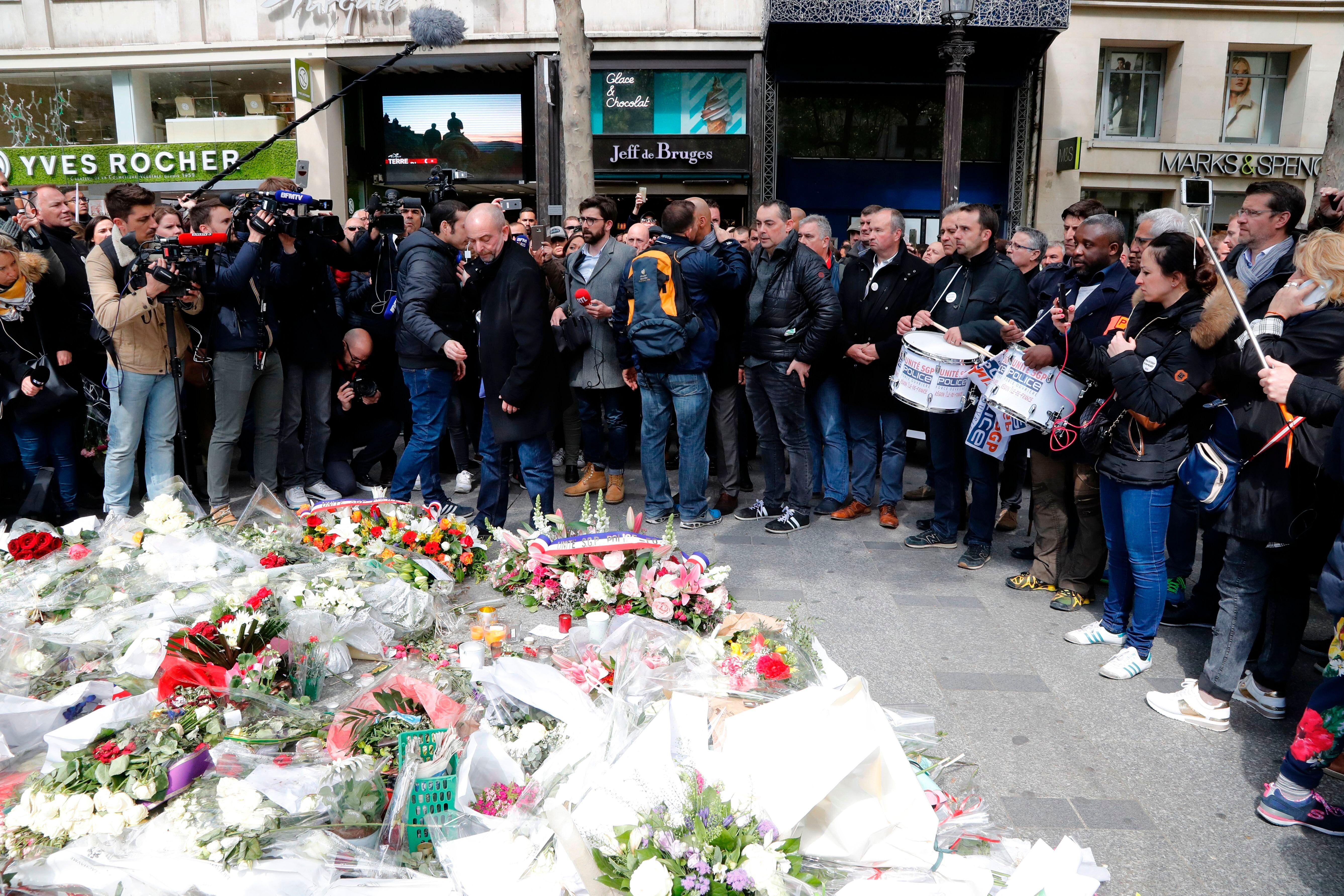 Le policier Xavier Jugelé, 37 ans, a été tué par balles sur les Champs-Élysées...