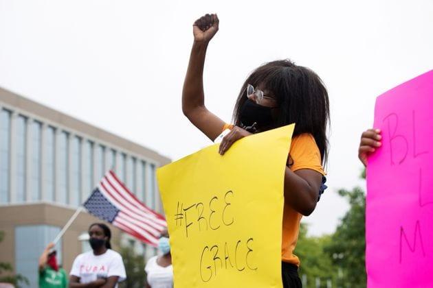 Dans la banlieue de Detroit, une adolescente s'est retrouvée en prison après n'avoir pas réussi à suivre...
