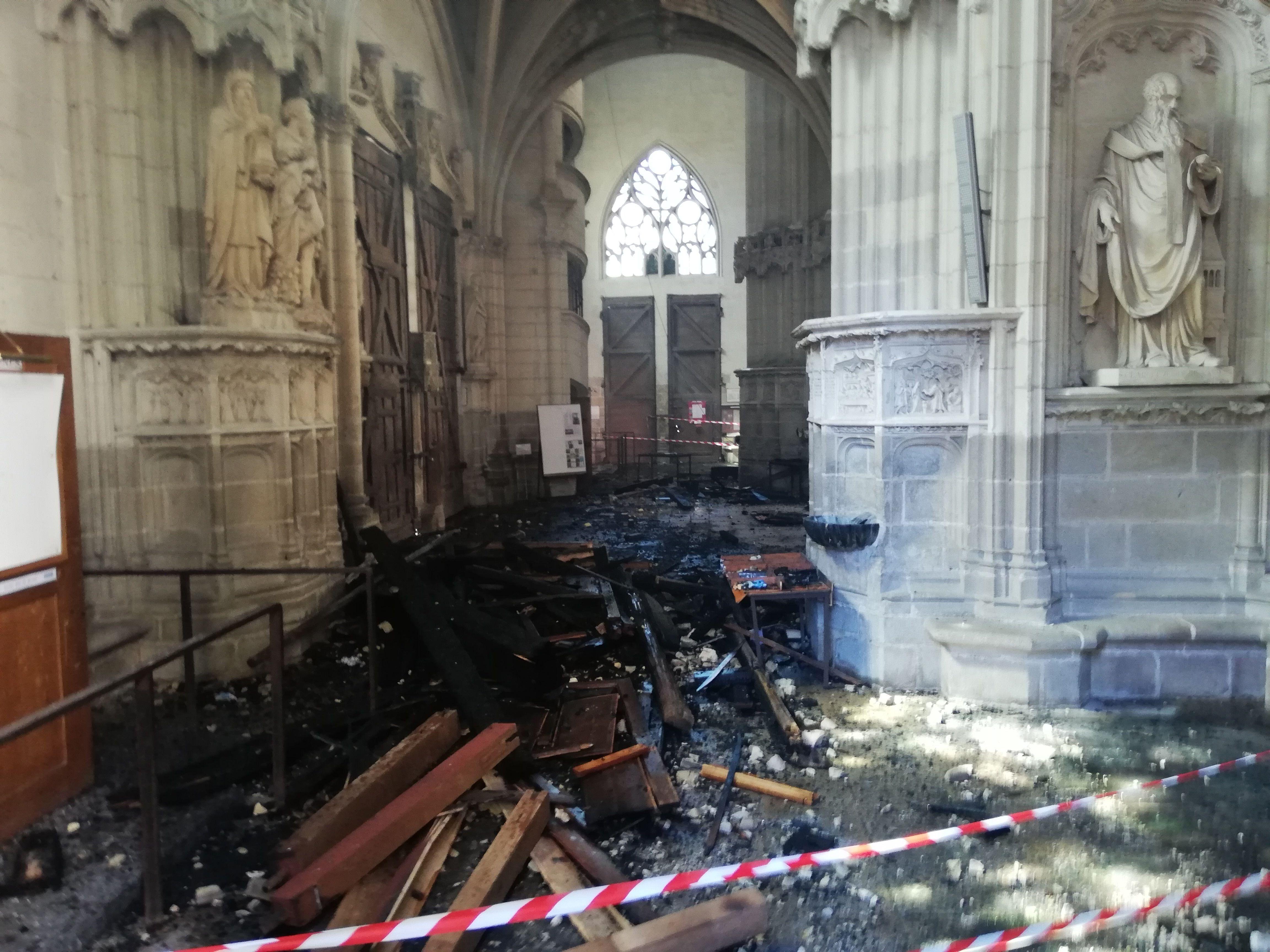 Sur cette photo, les restes de l'orgue de la cathédrale de Nantes, détruit par les