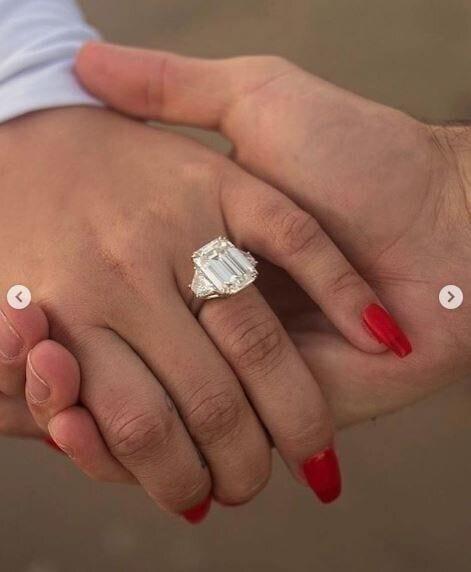 La bague de fiançailles de Demi
