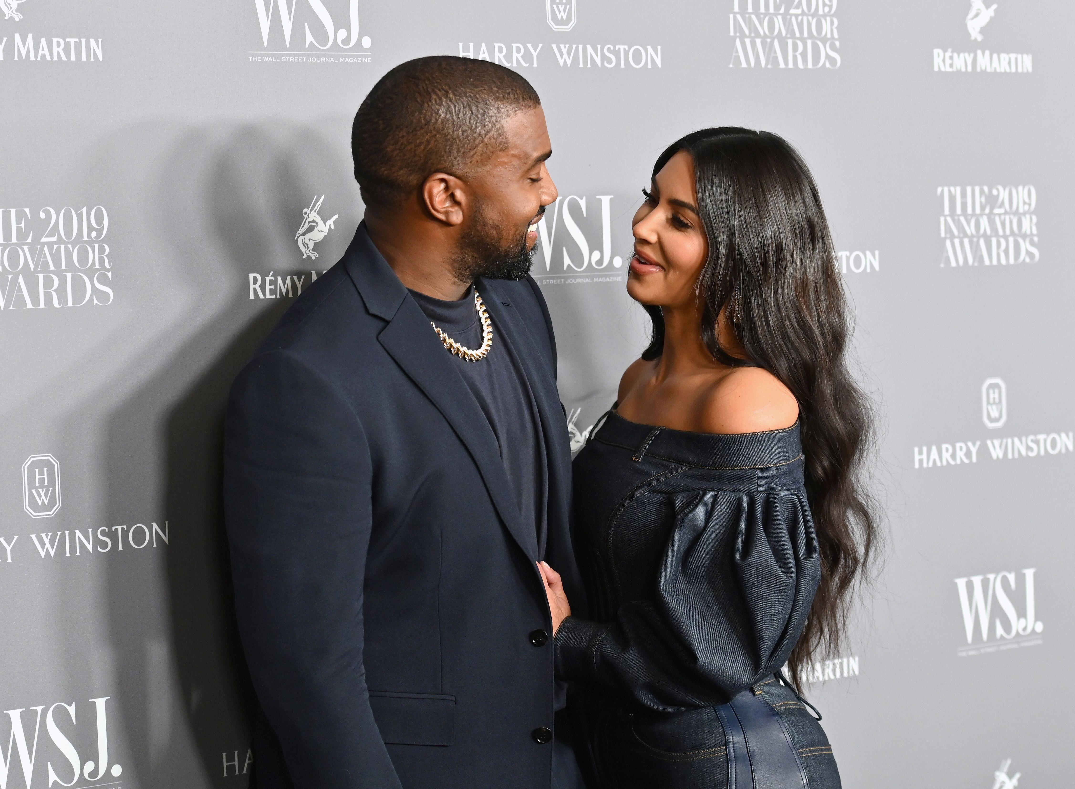 Kanye West a présenté ses excuses à son épouse, Kim Kardashian, après...
