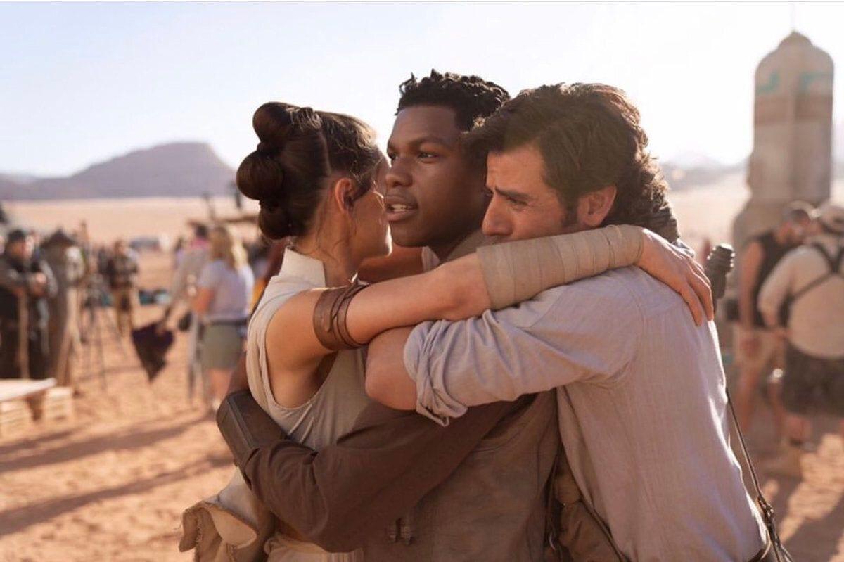 Daisy Ridley, John Boyega et Oscar Isaac sur le tournage de