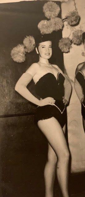 Reta, la mère de l'autrice, alors danseuse professionnelle.
