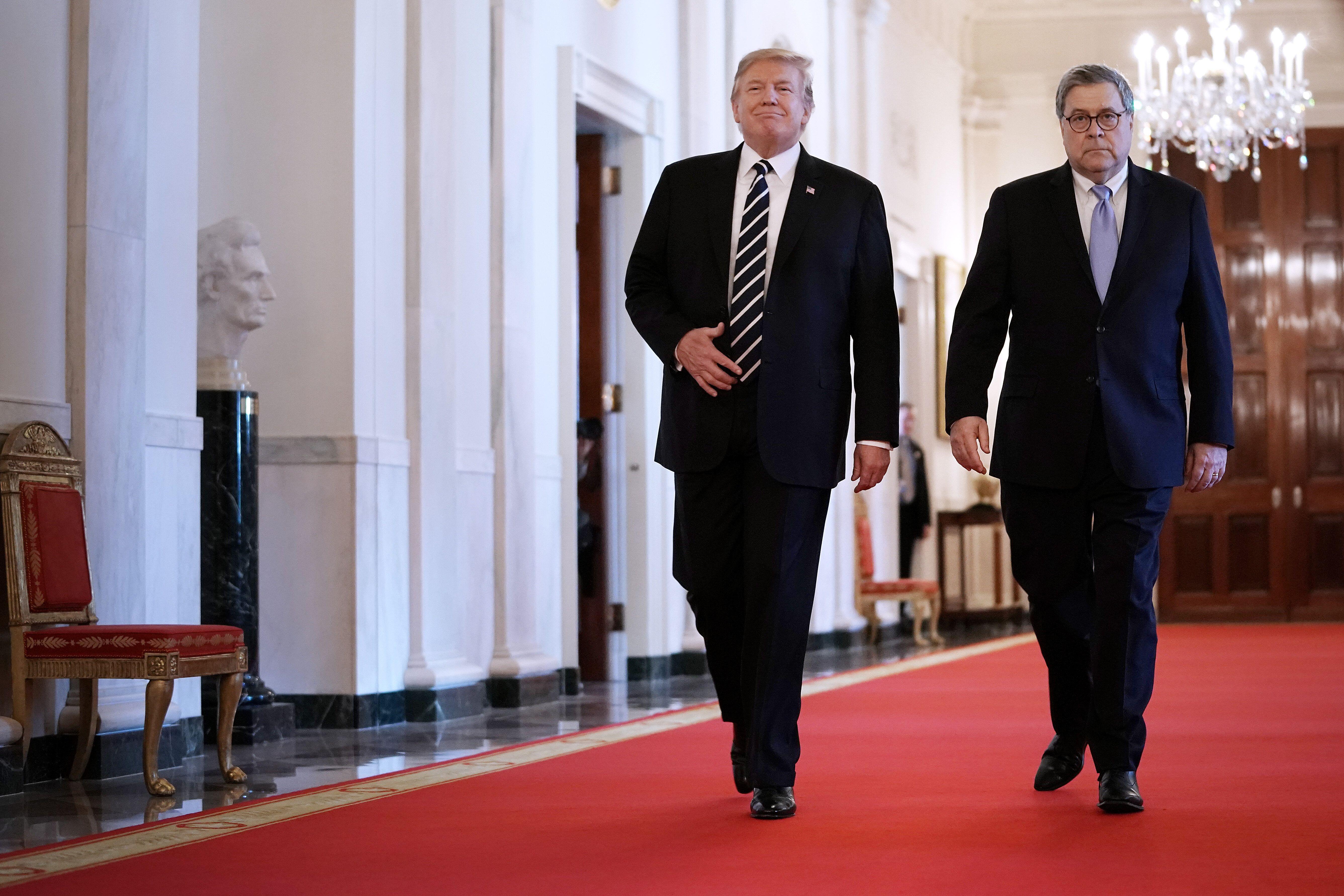 Le président des Etats-Unis, Donald Trump, Et son ministre de la Justice, Bill Barr, le 22 mai...
