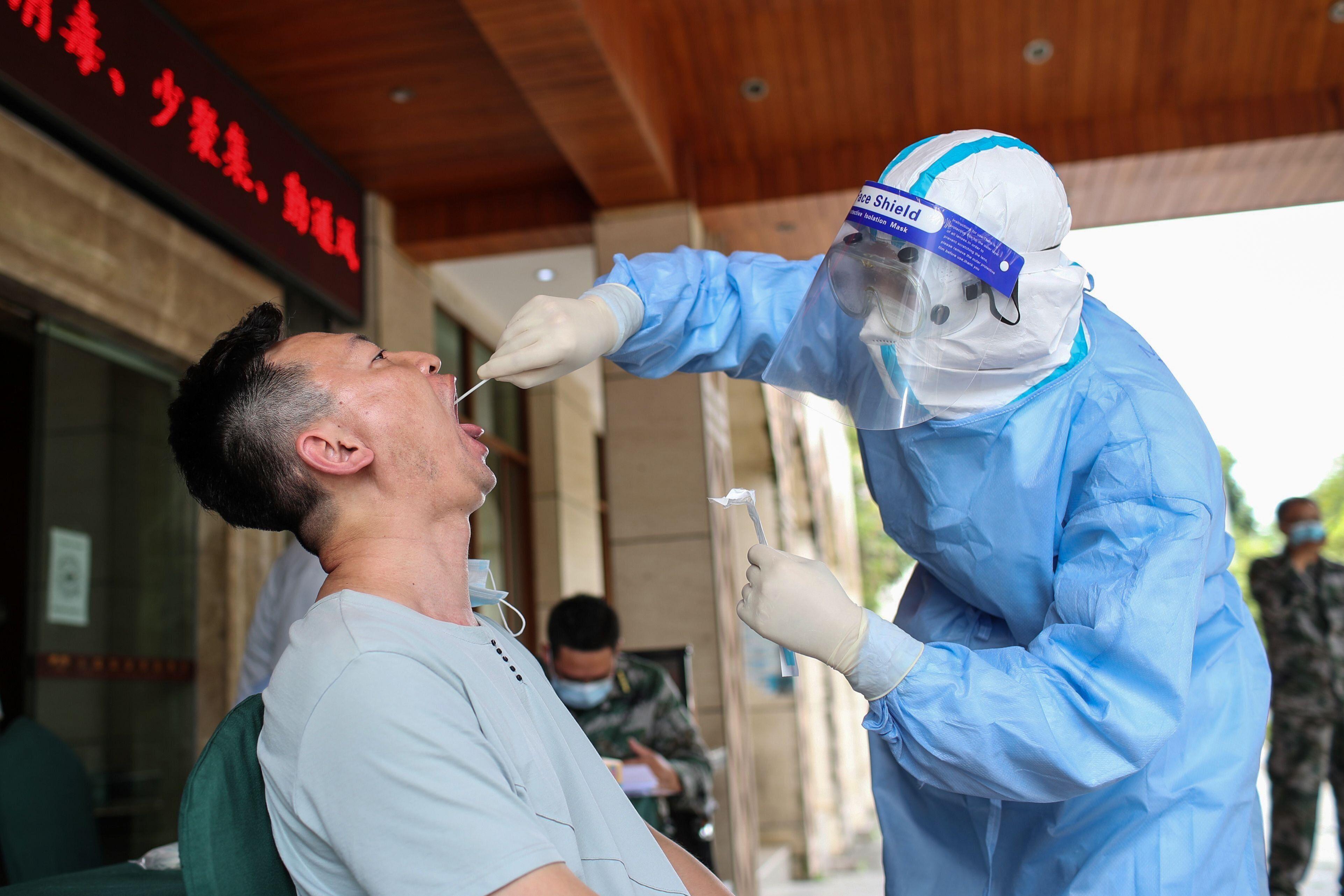 Depuis qu'elle a contenu l'épidémie de coronavirus, la Chine est extrêmement précautionneuse...