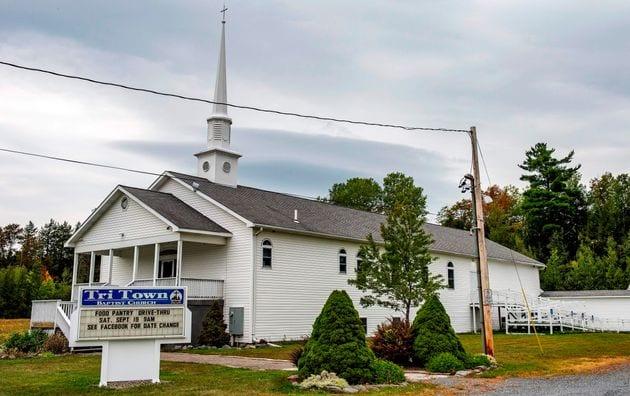 Un mariage qui s'est déroulée dans cette église du Maine, aux Etats-Unis, est devenu...