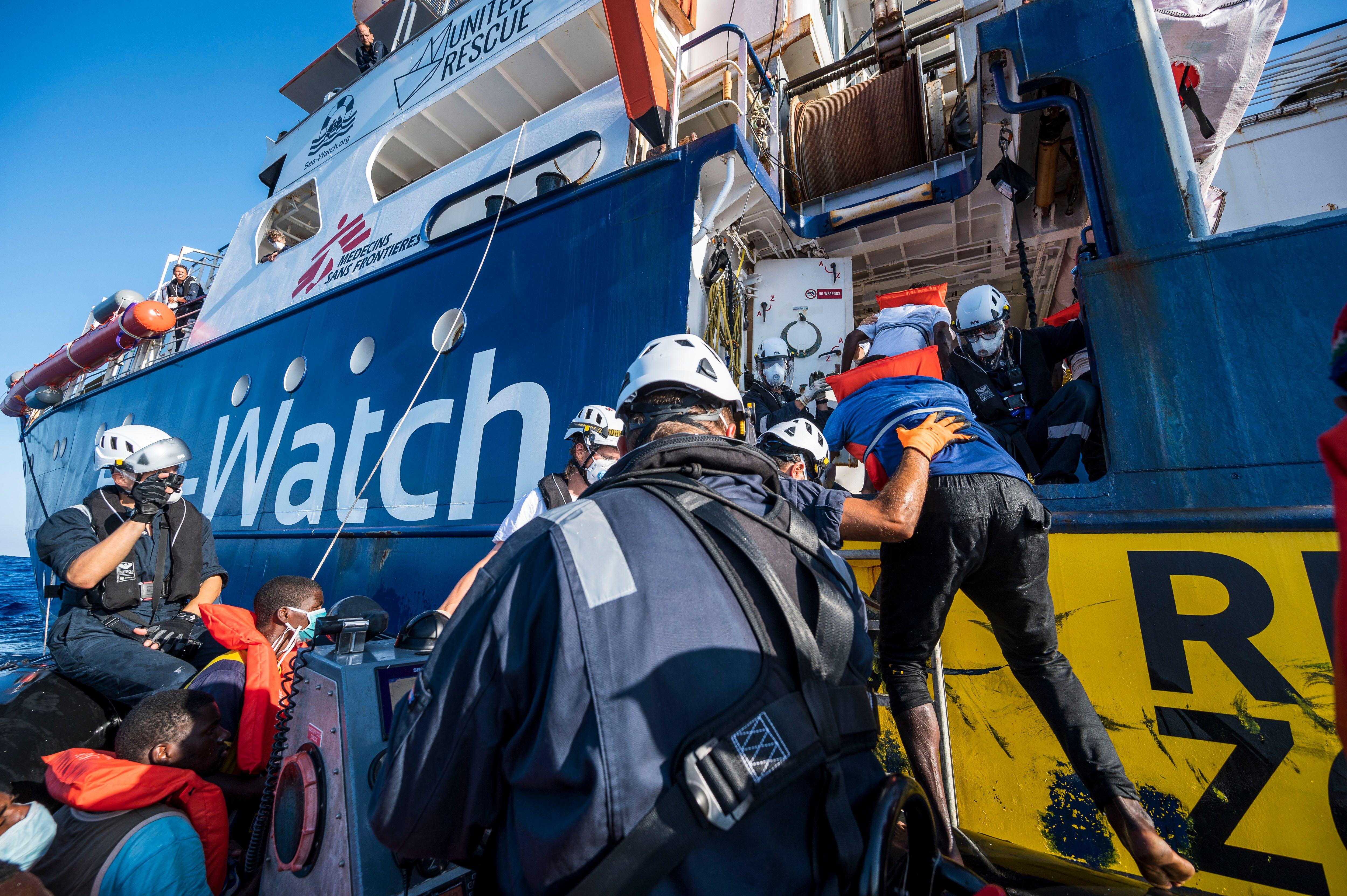 Le navire humanitaire Sea-Watch 4 qui sauve des migrants en Méditerranée a été...