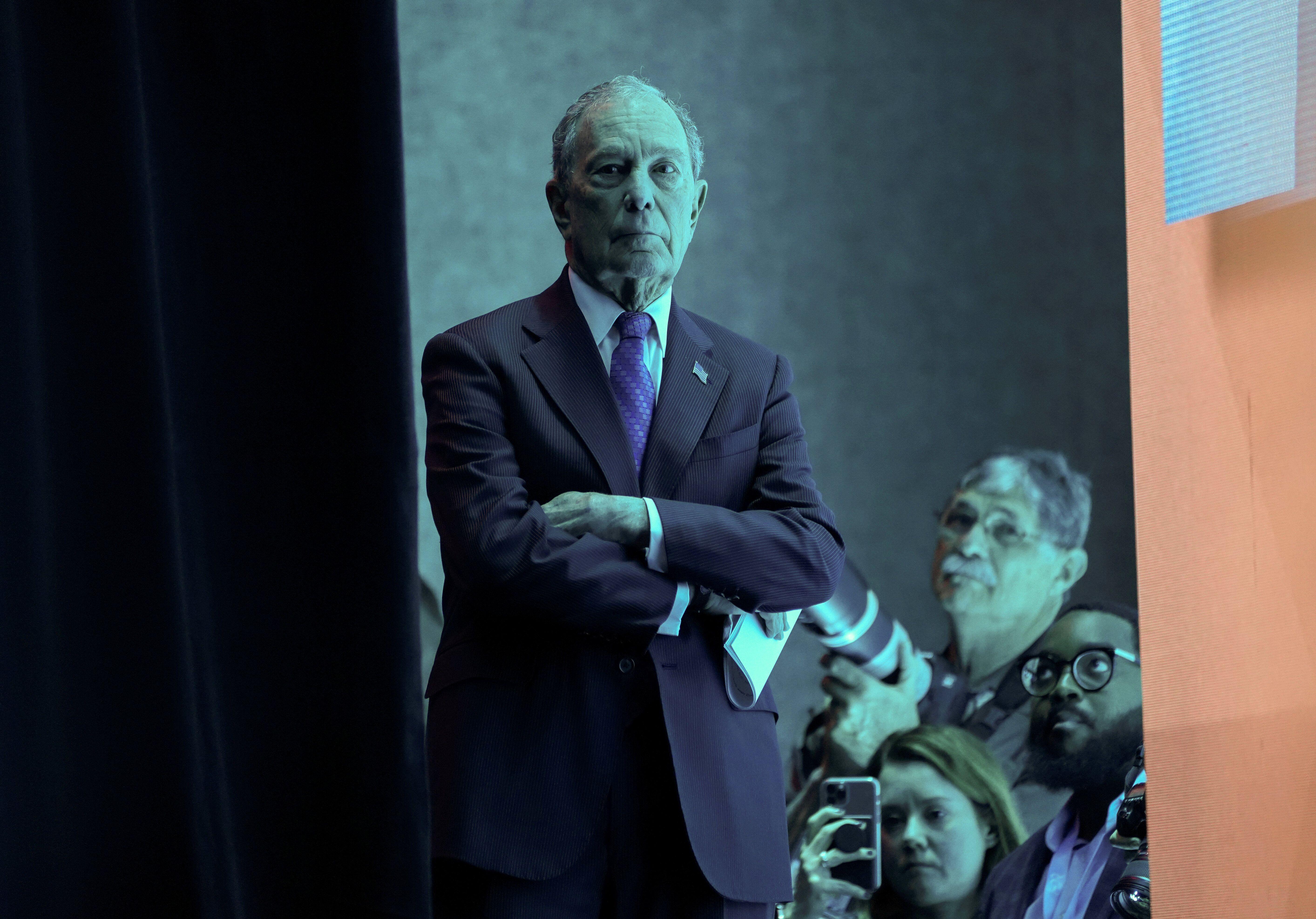 Bloomberg ressort de l'ombre avec un chèque de 100 millions pour aider Biden (photo du 22...