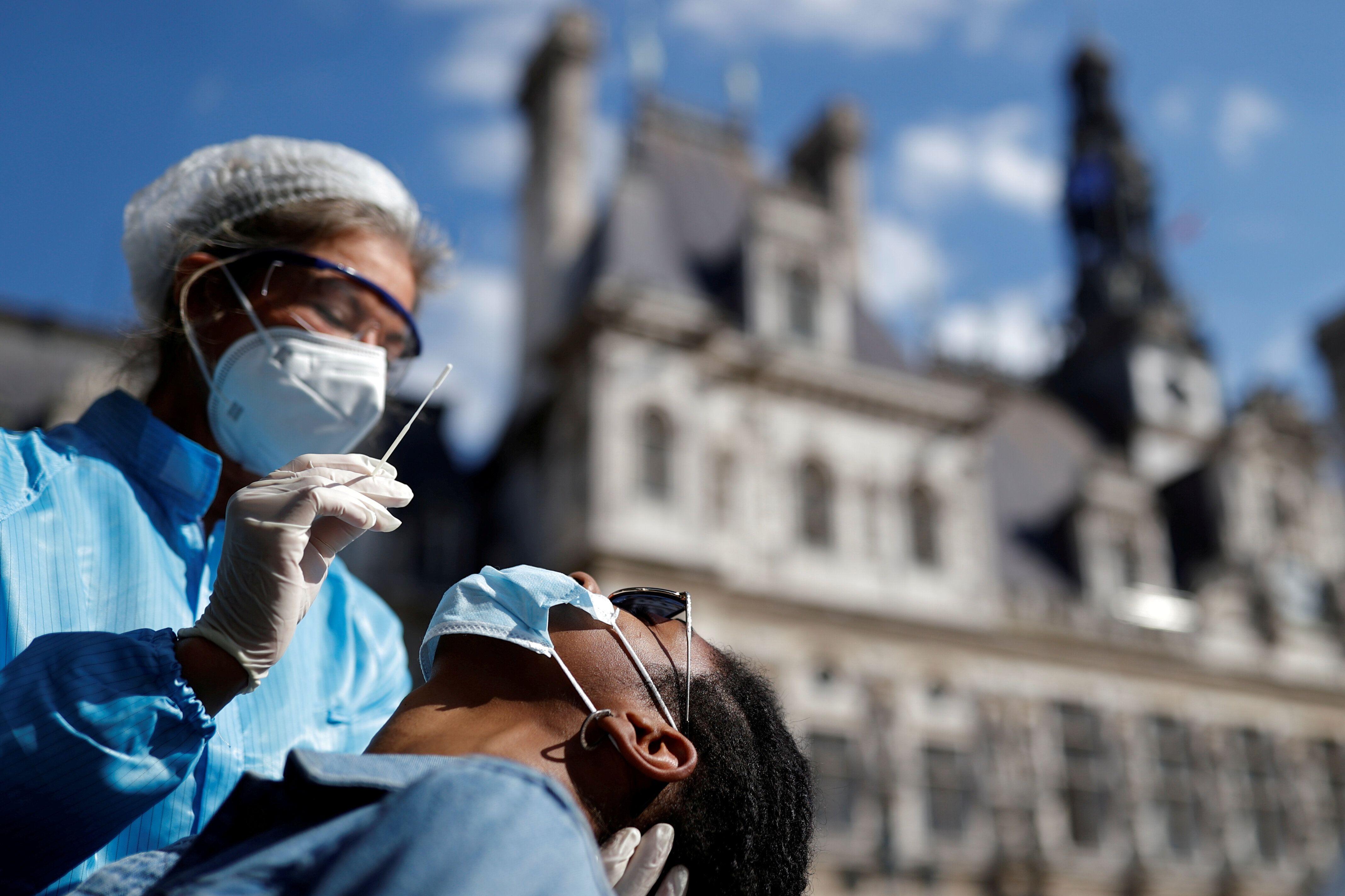 Une session de dépistage organisée le 2 septembre 2020 devant l'Hôtel de Ville de...