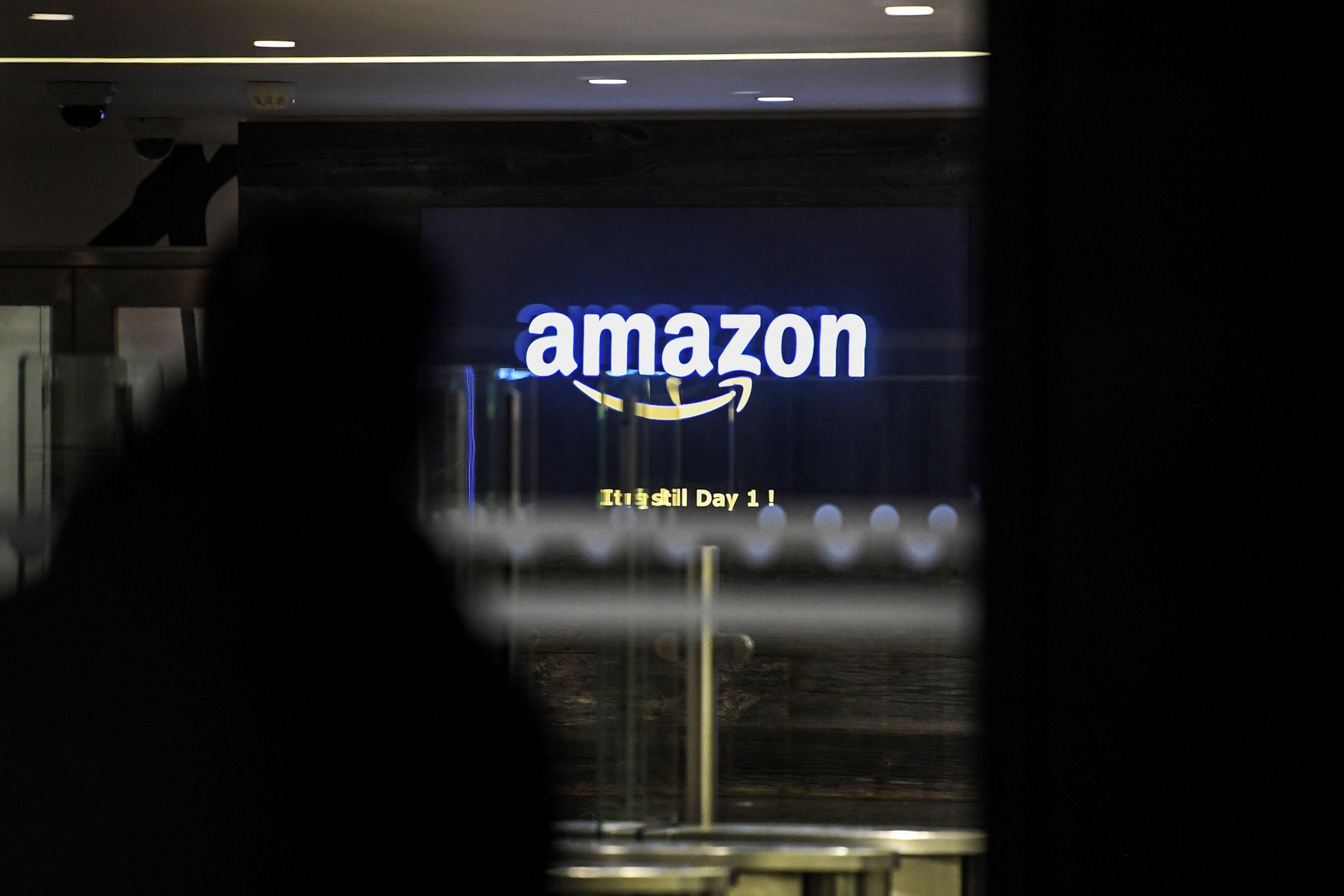 Conformément au vœu du gouvernement, Amazon s'est dit prêt à repousser son...