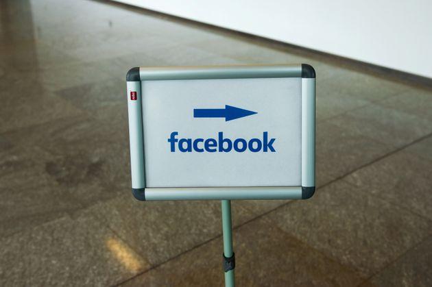 Des modérateurs de Facebook exigent plus de protection et de reconnaissance face au Covid (Photo...