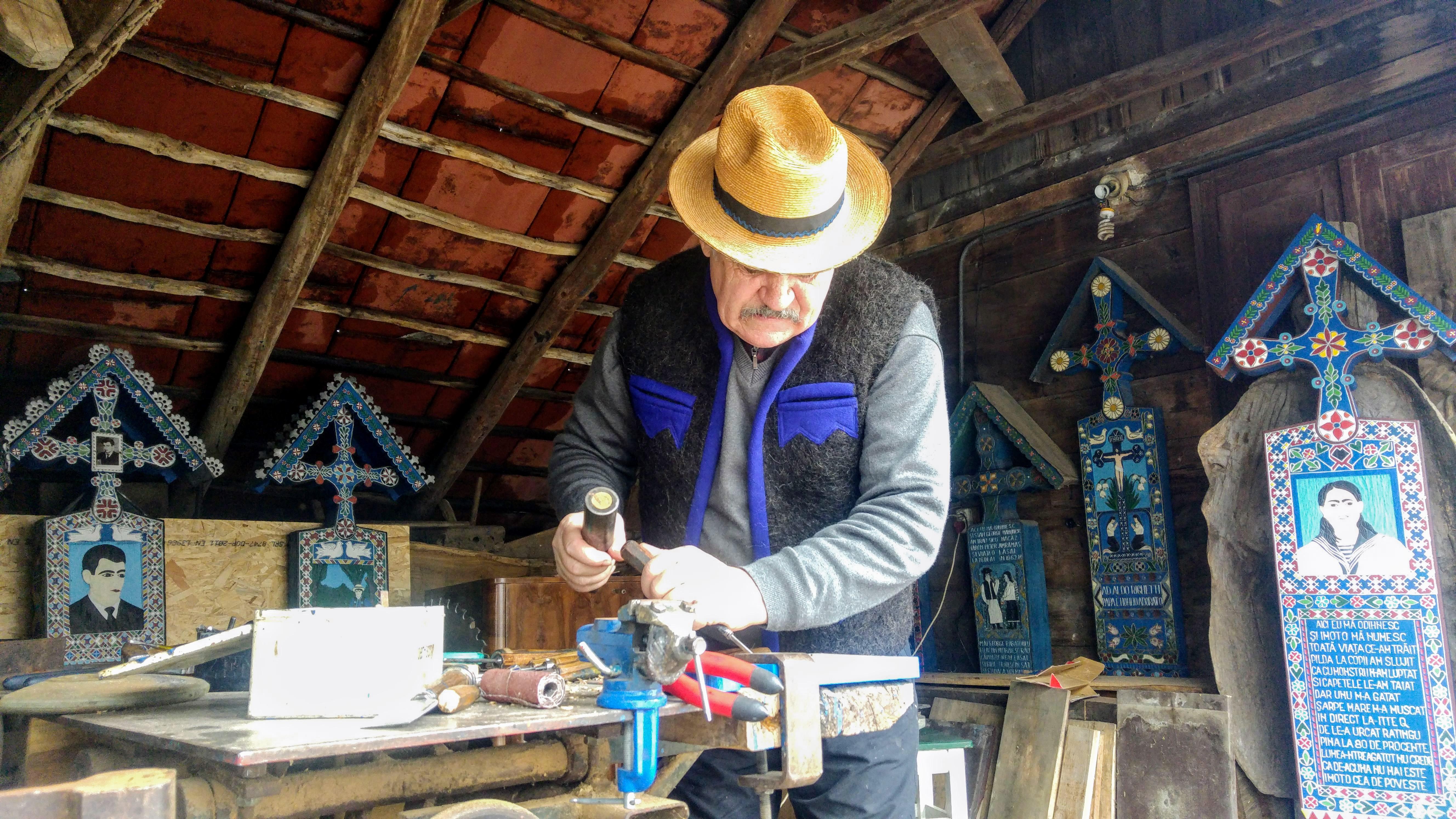 Dumitru Pop-Tincu se considère comme le seul artiste à perpétuer la véritable tradition.