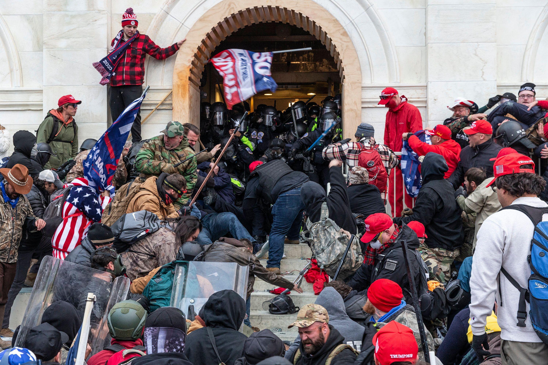 Mercredi 6 janvier au soir, des partisans de Donald Trump ont réussi à pénétrer...
