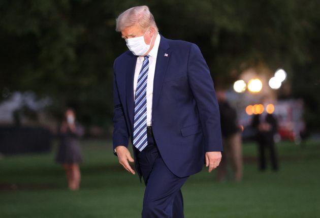 L'ancien président Donald Trump regagne la Maison Blanche, à Washington le 5 octobre 2020...