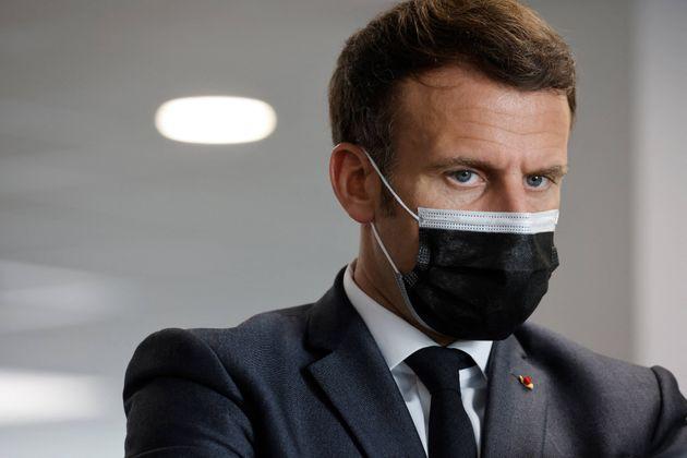 Emmanuel Macron lors d'une visite d'un centre de vaccination à Créteil le 29