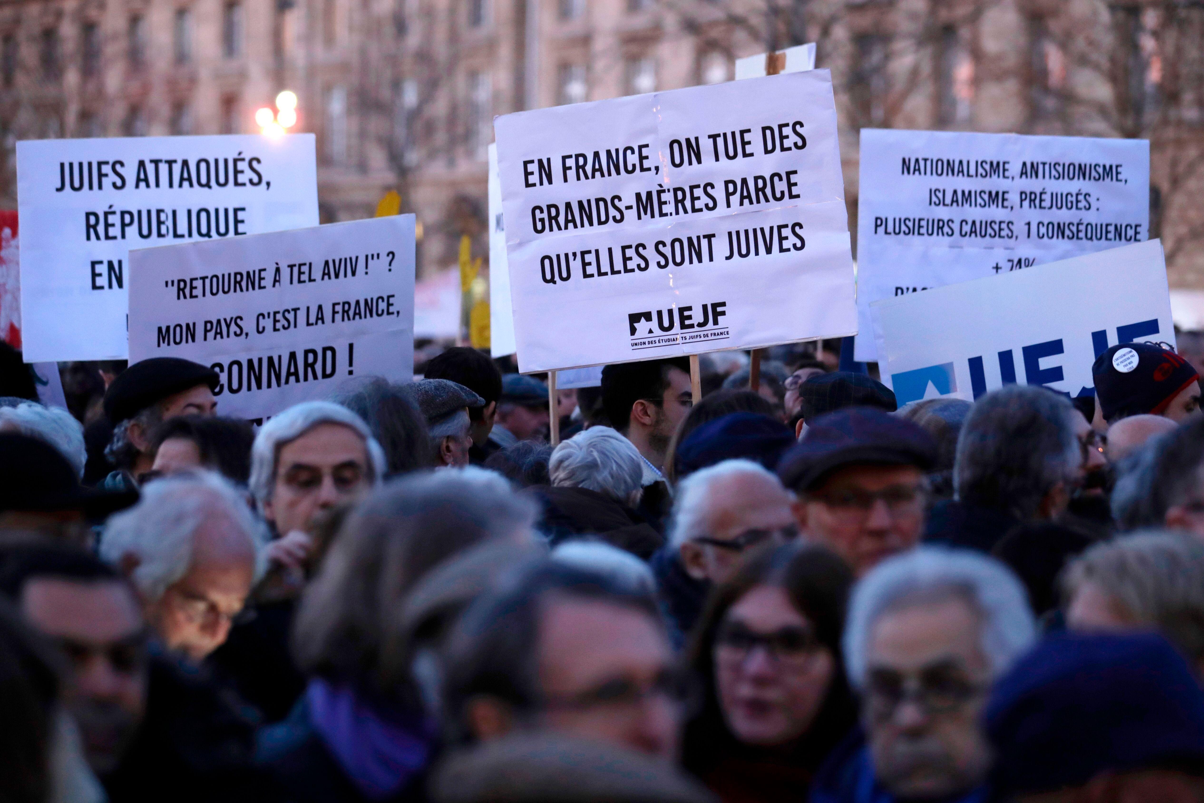 Une manifestation contre l'antisémitisme à Paris, le 19 février