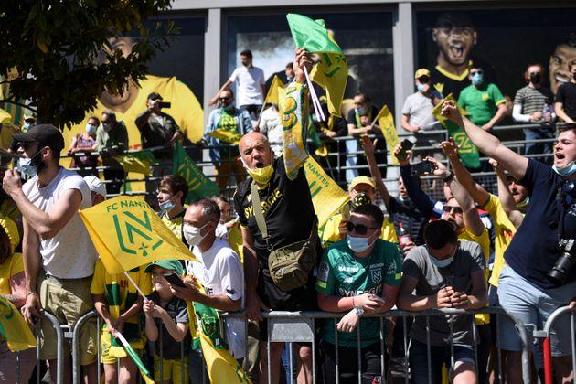 Des supporters devant le stade de la Beaujoire, avant le début du match Nantes-Toulouse, le 30 mai