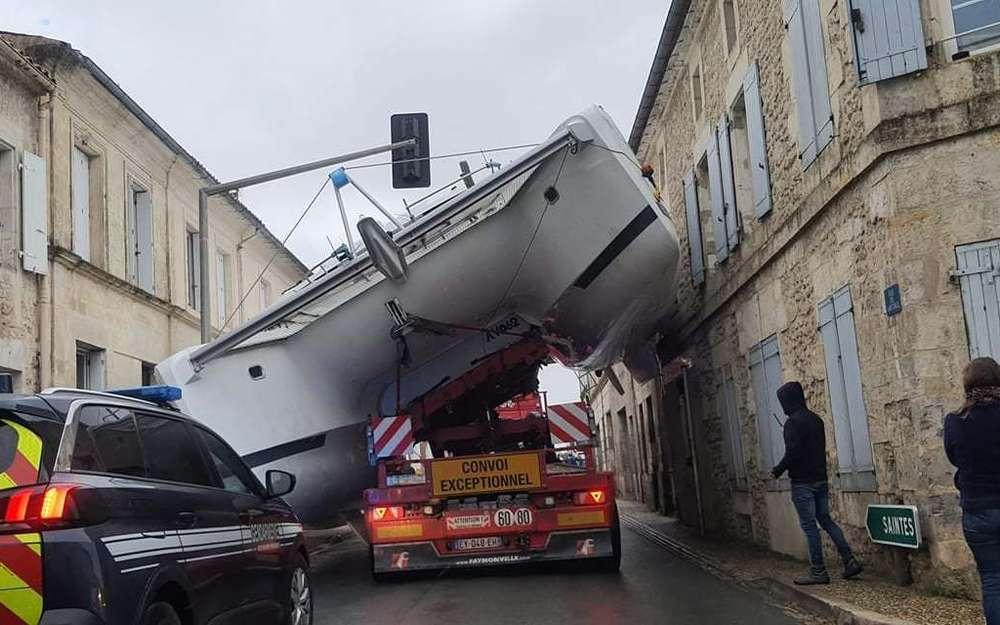 C'est vrai que ça occupe bien les trop gros bateaux... - Capture d'écran