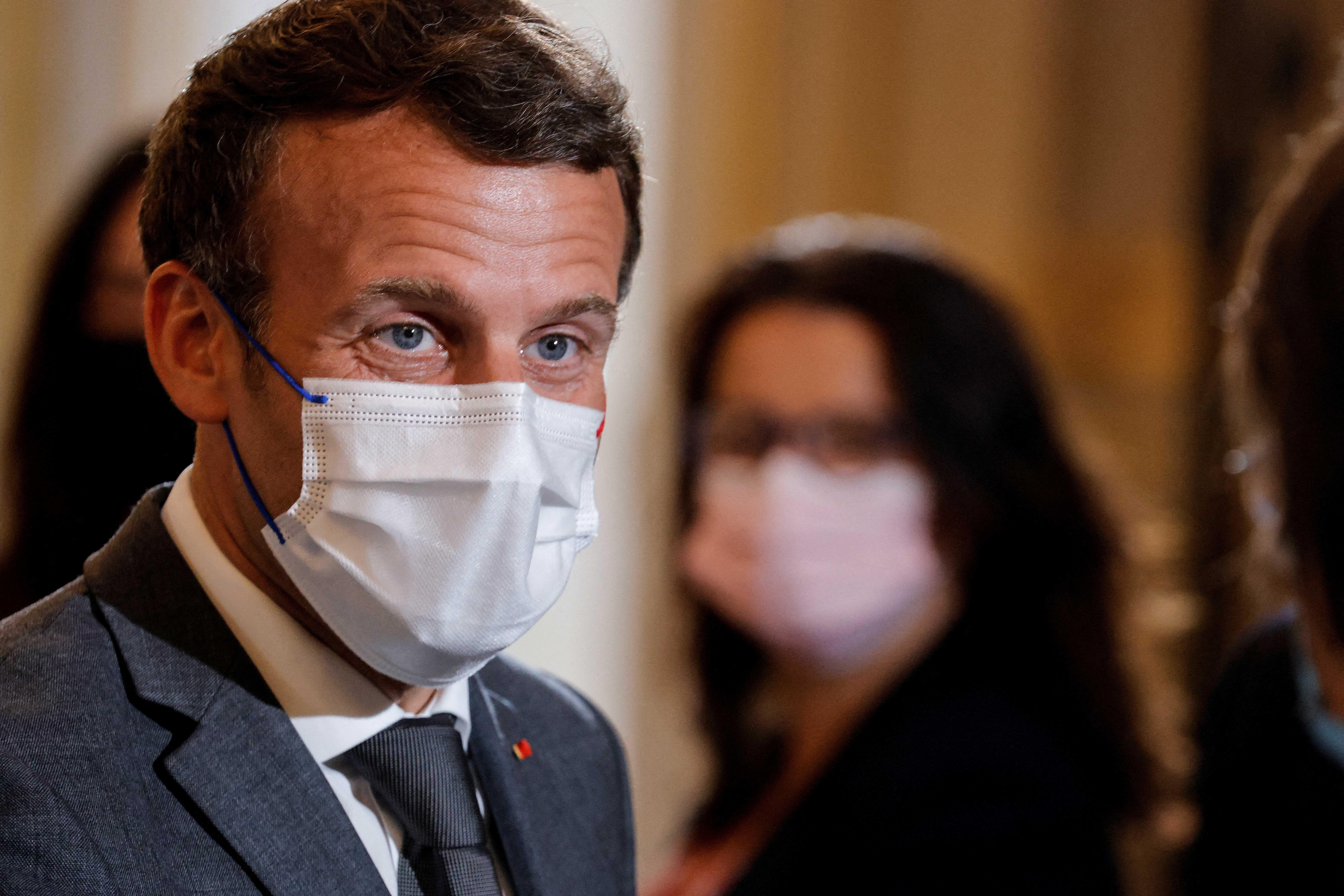 Emmanuel Macron lors d'une rencontre avec les ONG à l'Élysée en amont de la réunion du