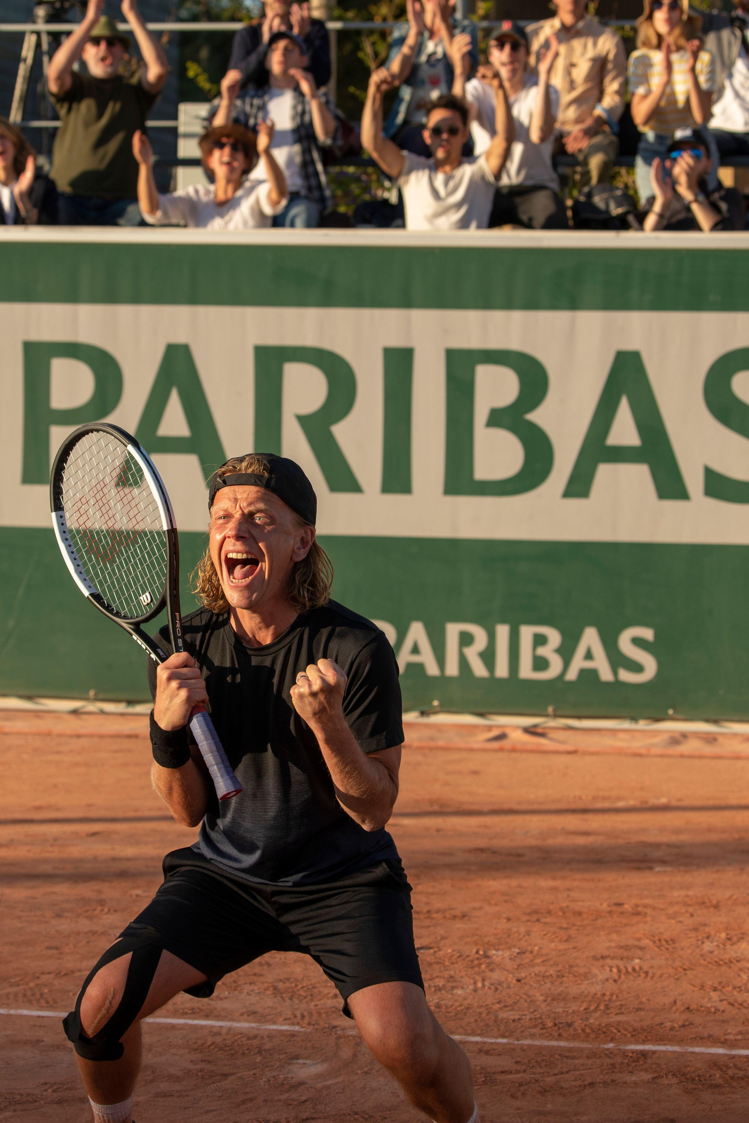 Alex Lutz en tennisman acharné dans le film