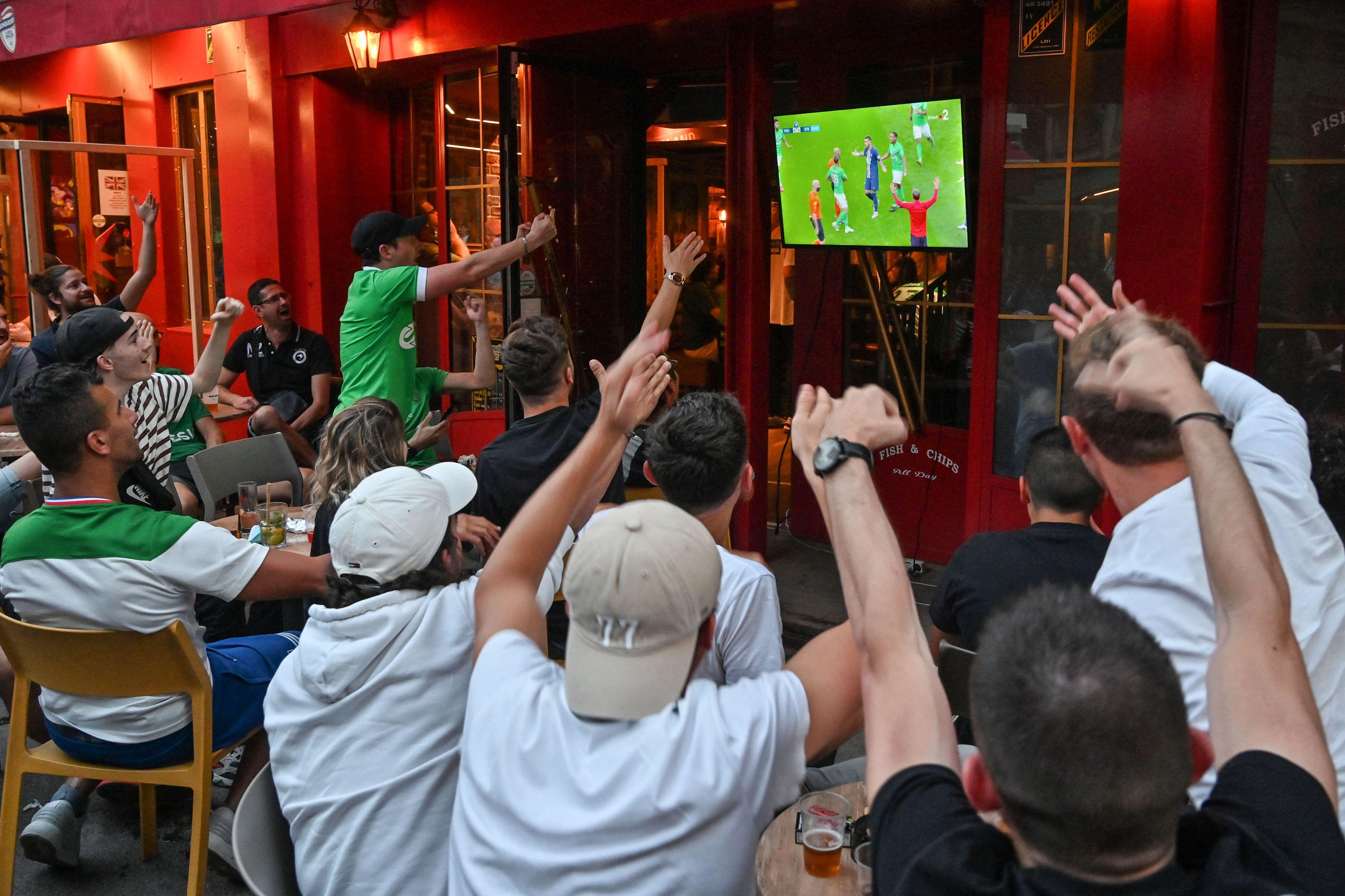 À partir de ce mercredi 9 juin, le protocole sanitaire évolue dans les bars et restaurants....