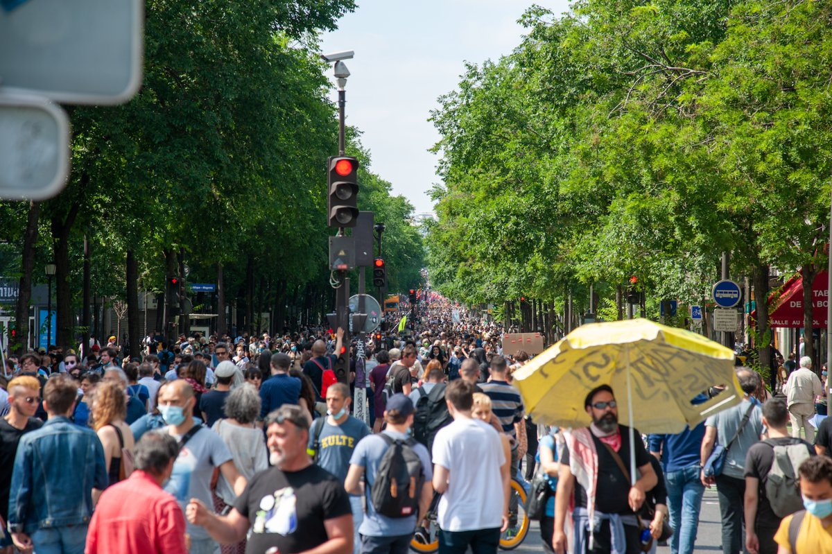 Fin de manifestation : le boulevard Magenta avec des manifestants épars de République à Gare de l'Est - © Reflets