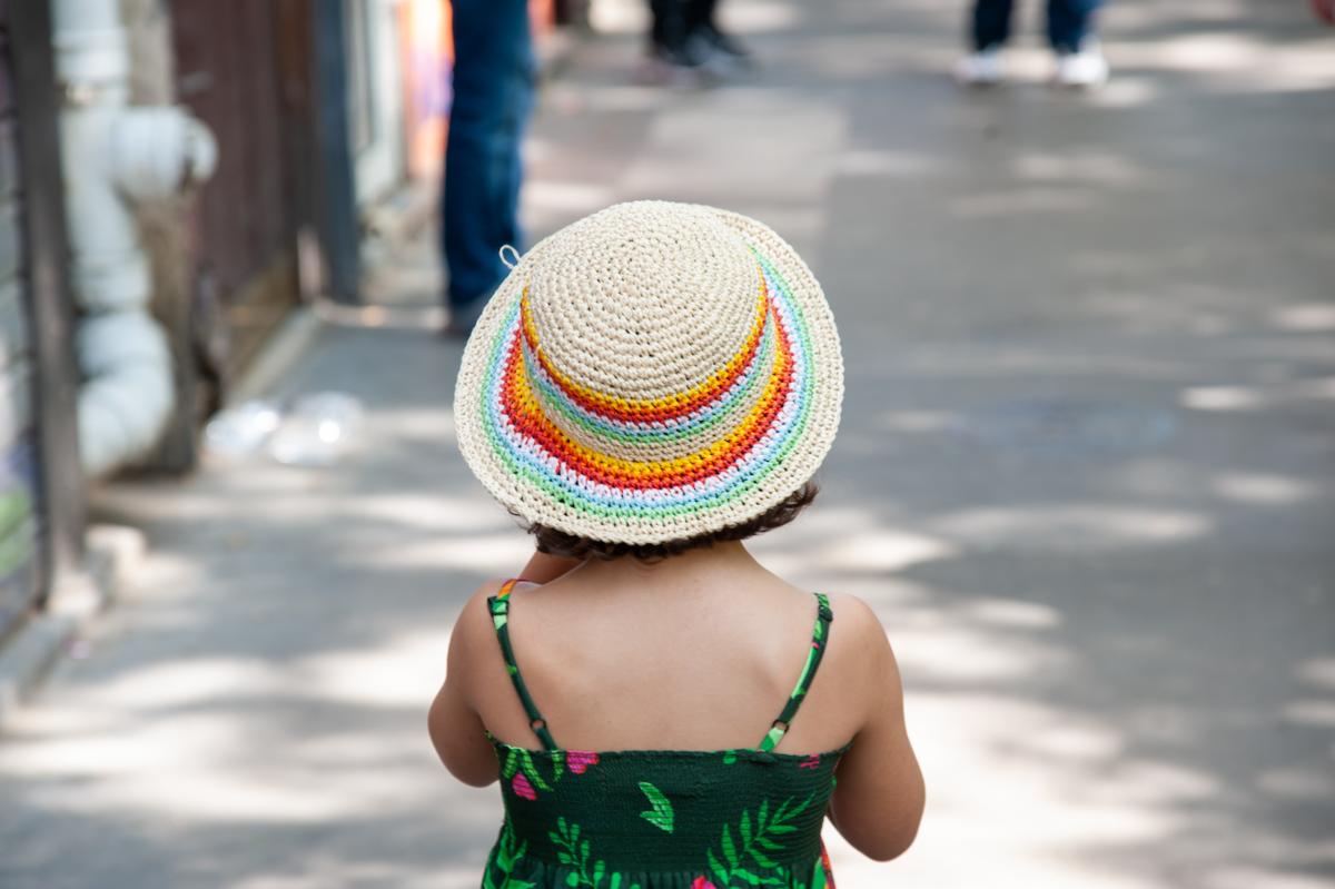 Douceur du mois de juin, contre l'extrême-droite, même les petites filles marchent. - © Reflets