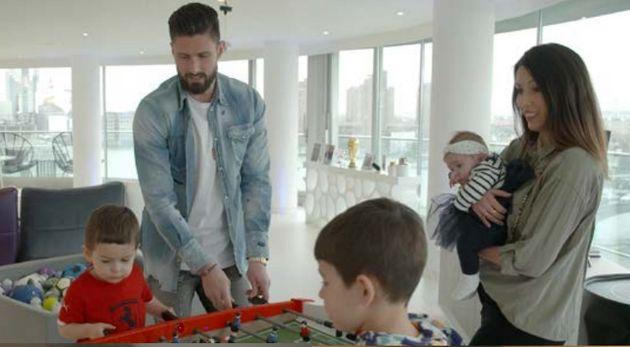 Olivier Giroud avec sa famille, à Londres, dans le reportage de Zone Interdite du 6 juin