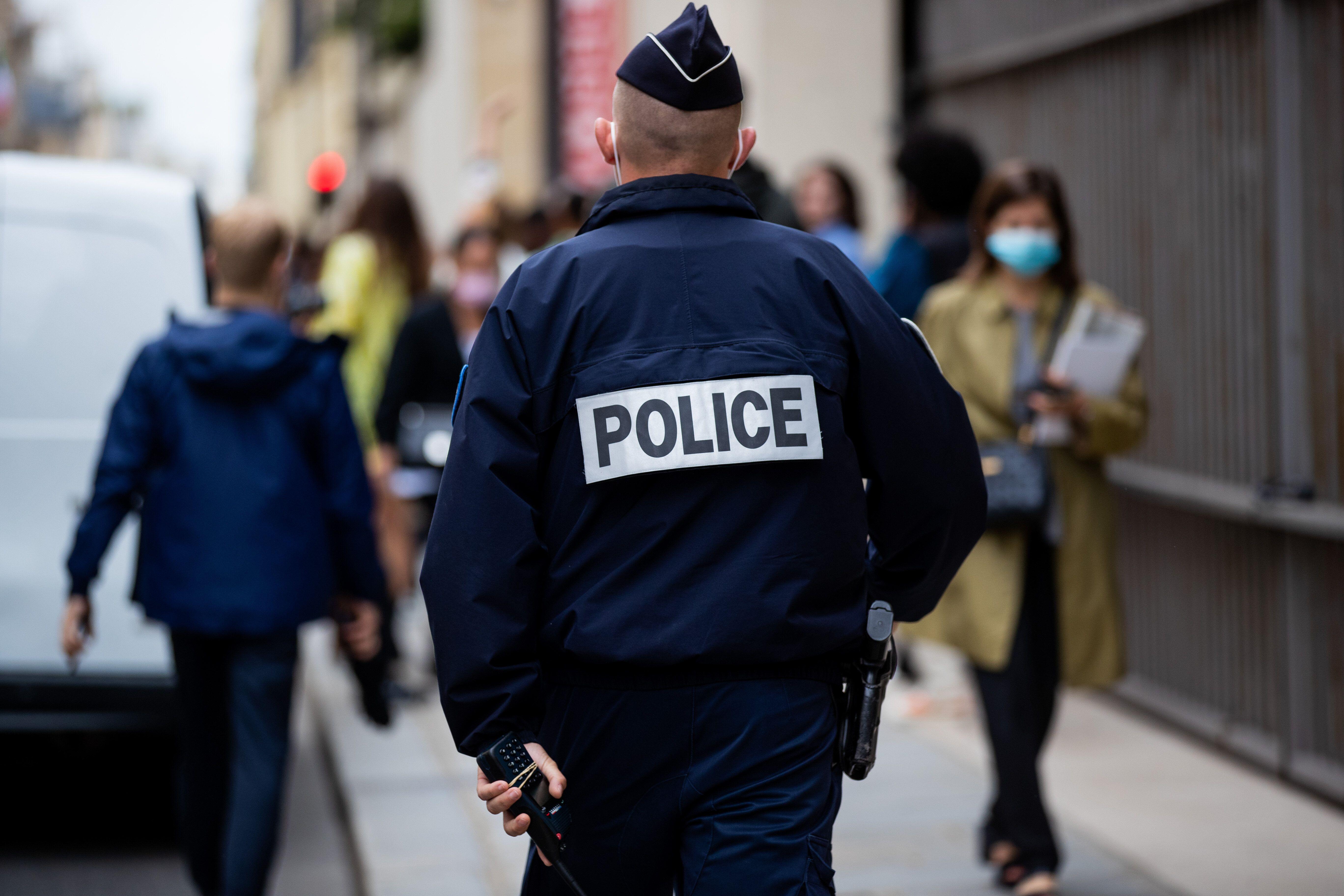 Un policier dans les rues de Paris, le 5 juillet
