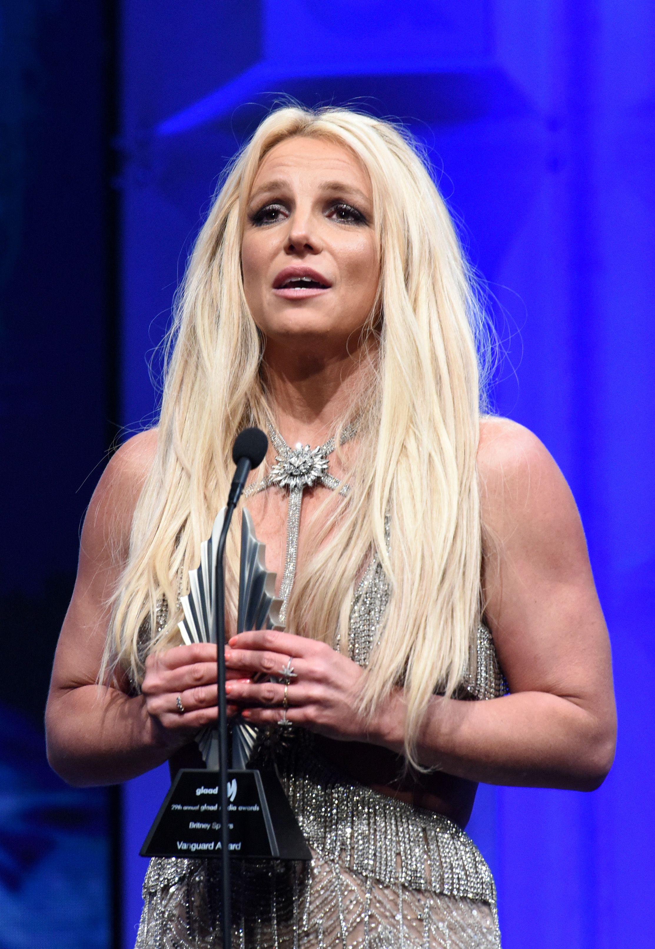 Britney Spears dénonce sa tutelle