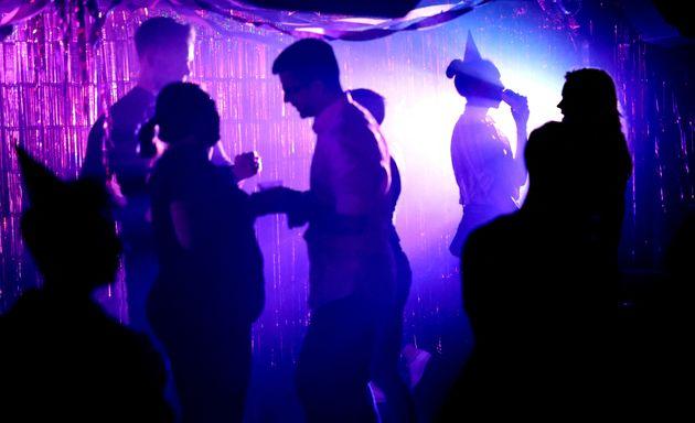 Face au variant Delta, pourquoi rouvrir les discothèques ? Le gouvernement mise sur le pass