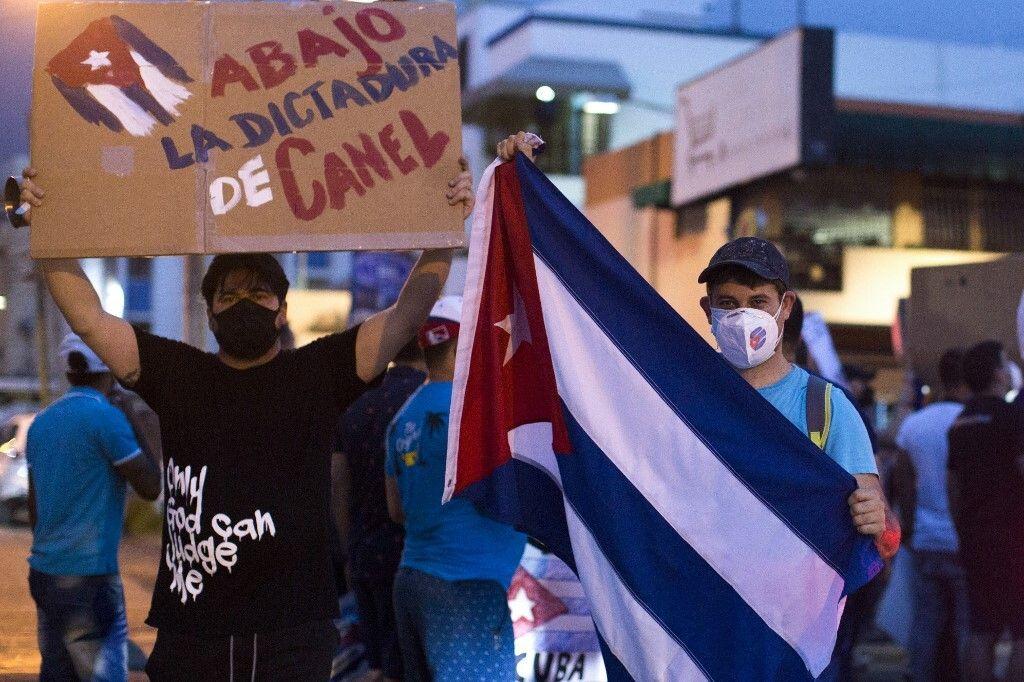 Photo prise en République Dominicaine, le 12 juillet, lors du manifestation en soutien à celles de Cuba...