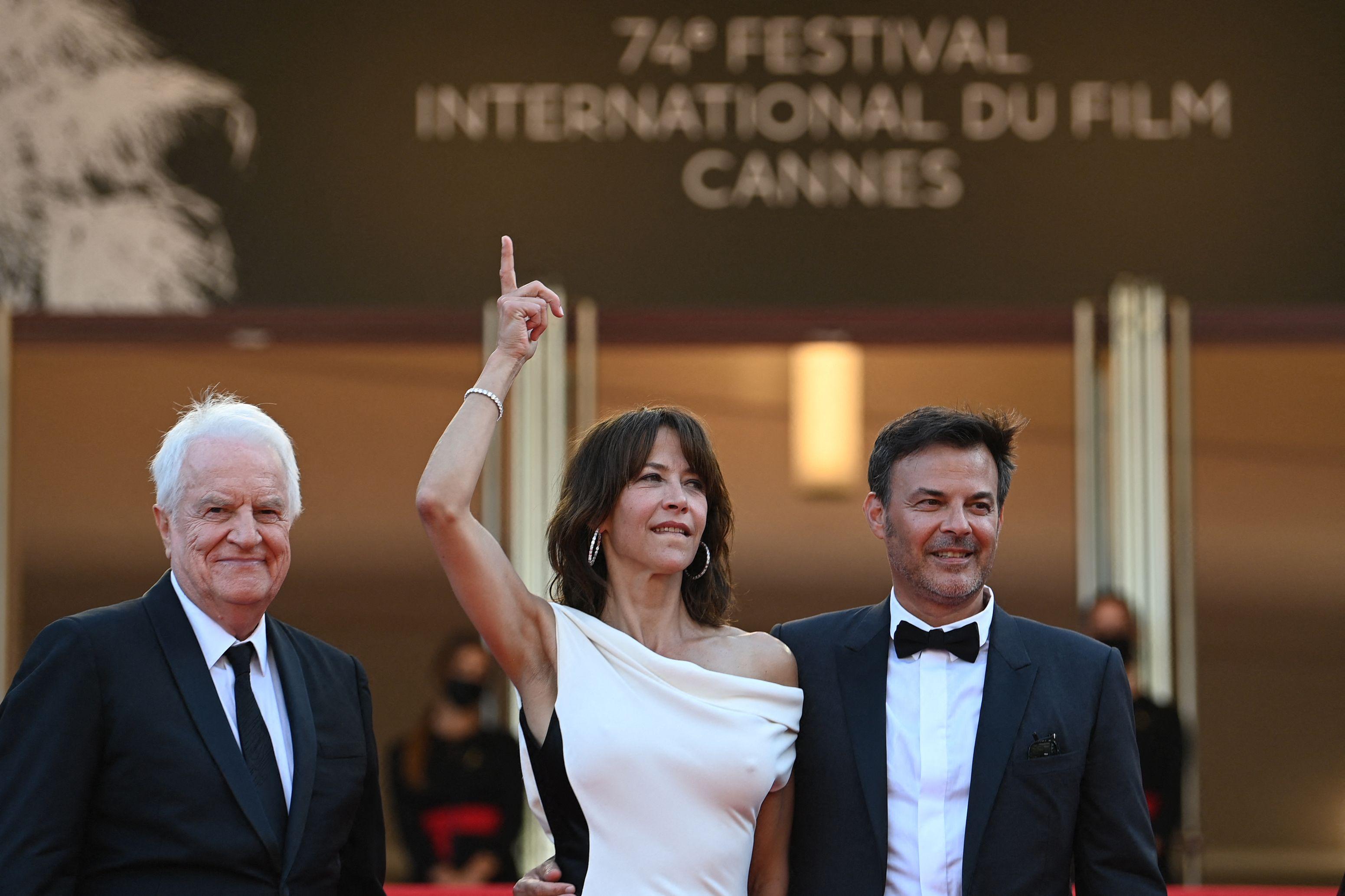 Les acteurs André Dussollier et Sophie Marceau, et le réalisateur François Ozon, en compétition avec...