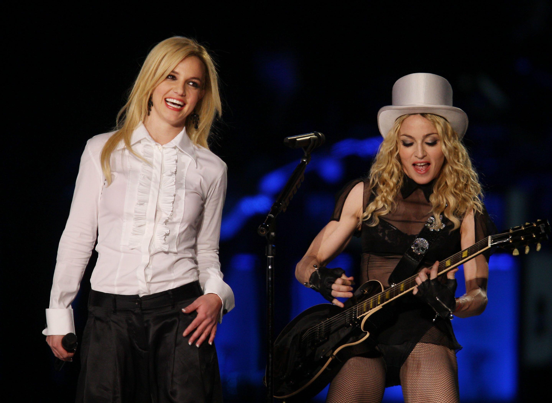 Madonna et Britney Spears sur scène, lors de la tournée