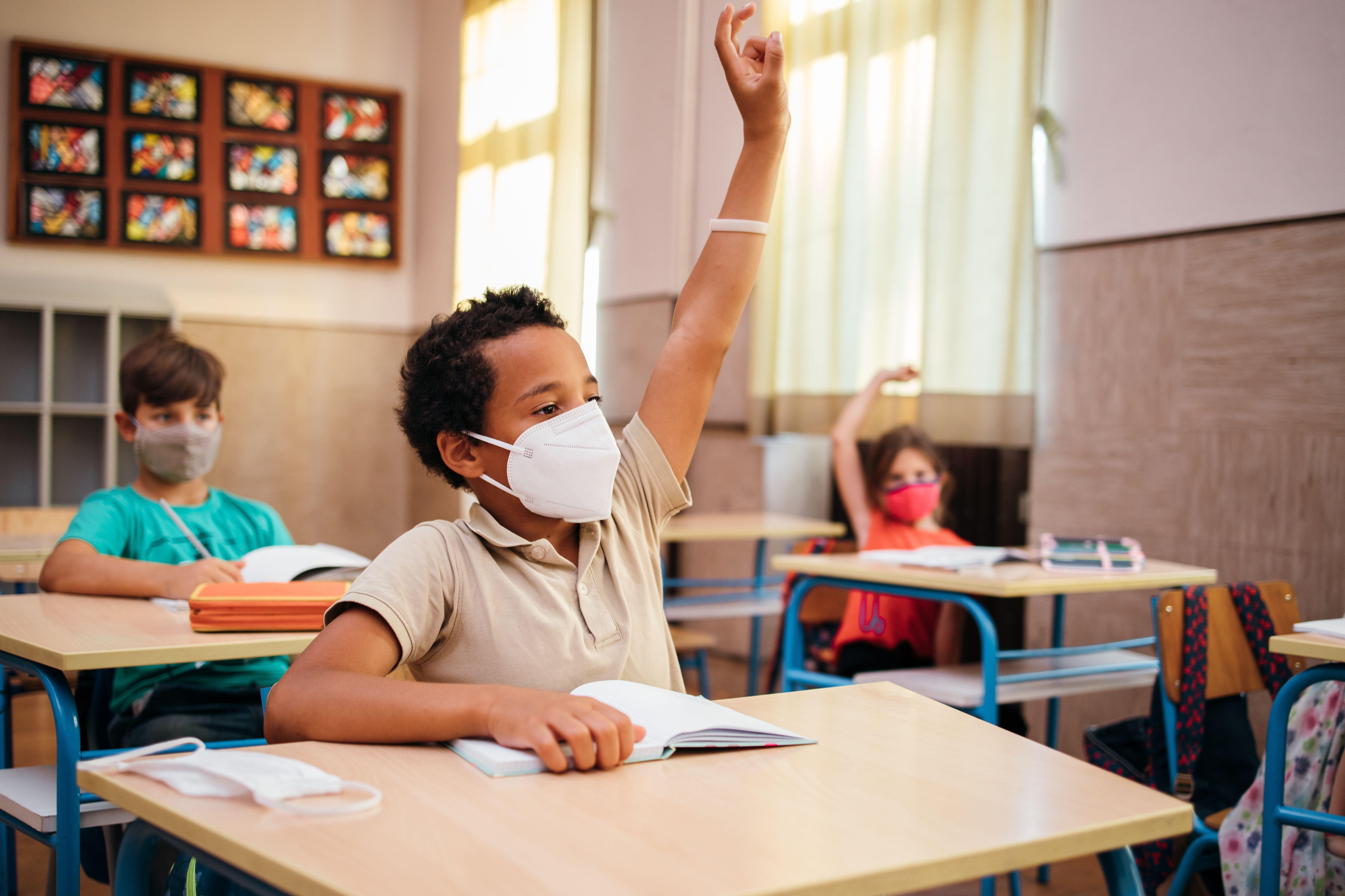 Selon le ministre de l'Éducation Jean-Michel Blanquer, 0,5 % des classes ont fermé à cause de cas de...
