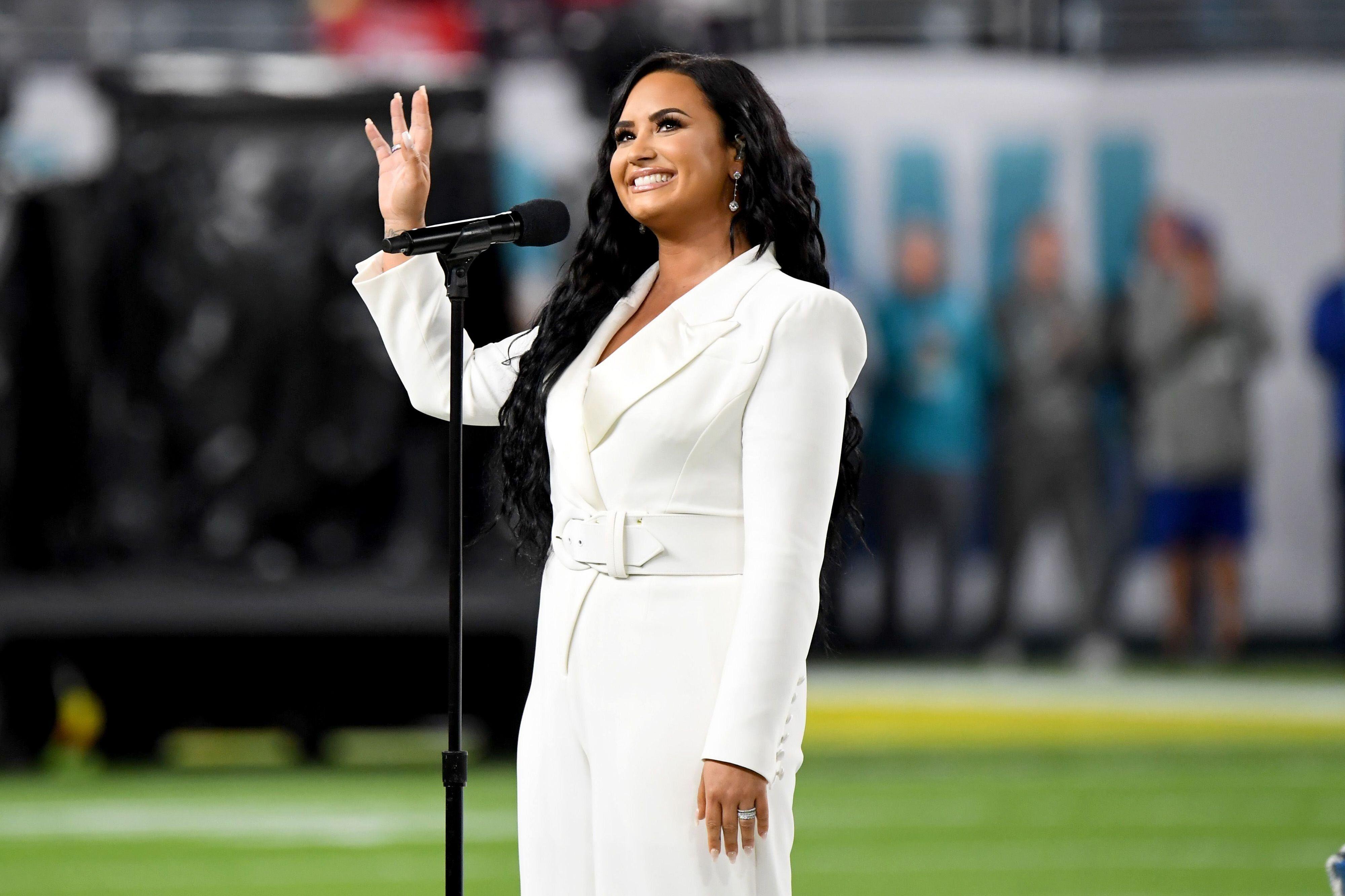 Demi Lovato au Super Bowl, Miami Gardens, Floride, le 2 février