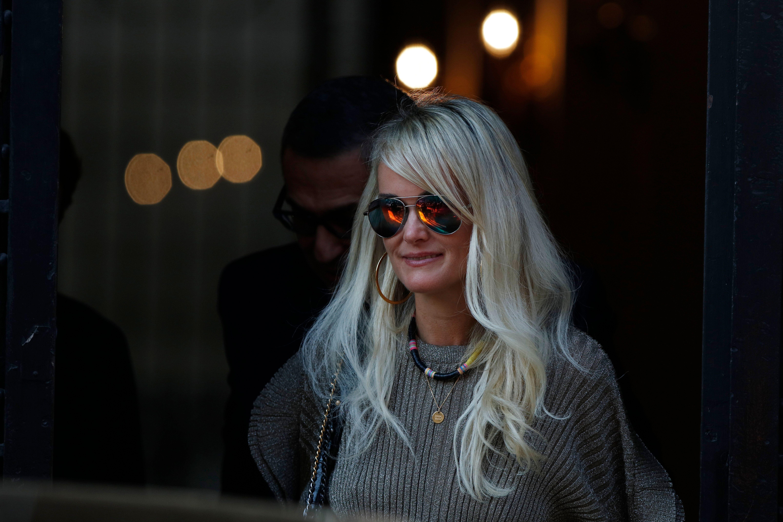 Laeticia Hallyday regrette l'absence de David et Laura à l'hommage