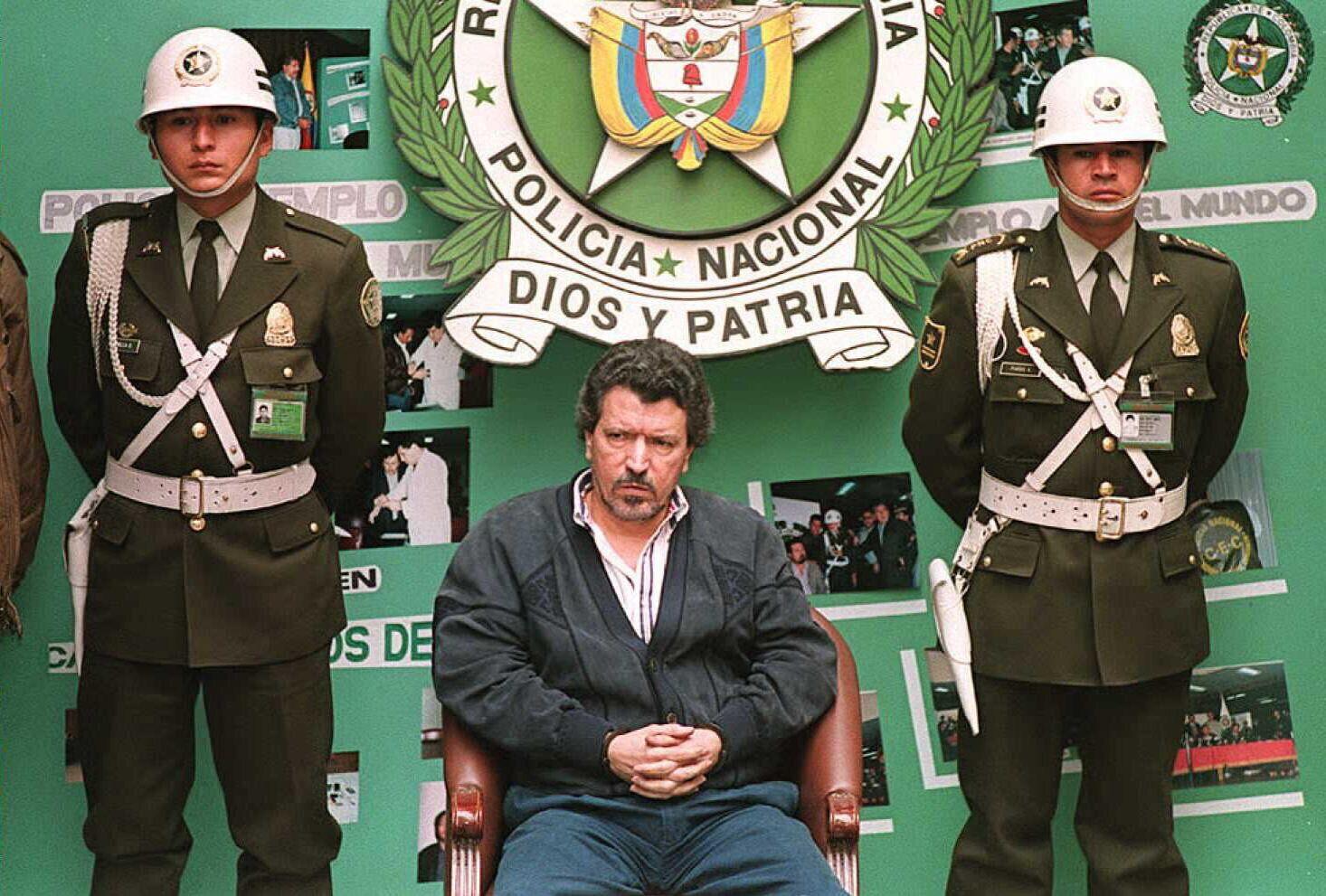 Miguel Rodriguez Orejuela face à la presse après son arrestation le 6 août 1995 à