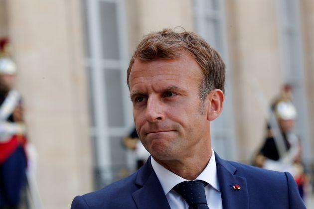 Emmanuel Macron photographié sur le parvis de l'Élysée le 27 août