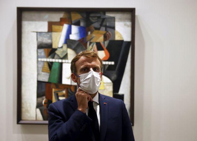 Emmanuel Macron lors de sa visite de l'exposition de la collection des frères Morozov à...