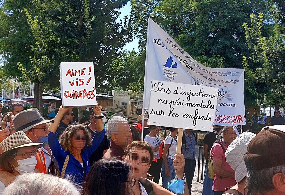 Deux slogans l'emportent au principal : outrepasser le pass et refuser la vaccination des enfants - Reflets