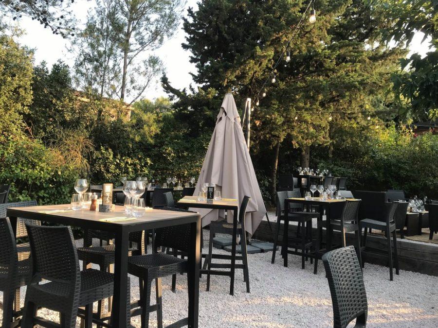 Manger à l'extérieur avec les cigales proche de Montpellier