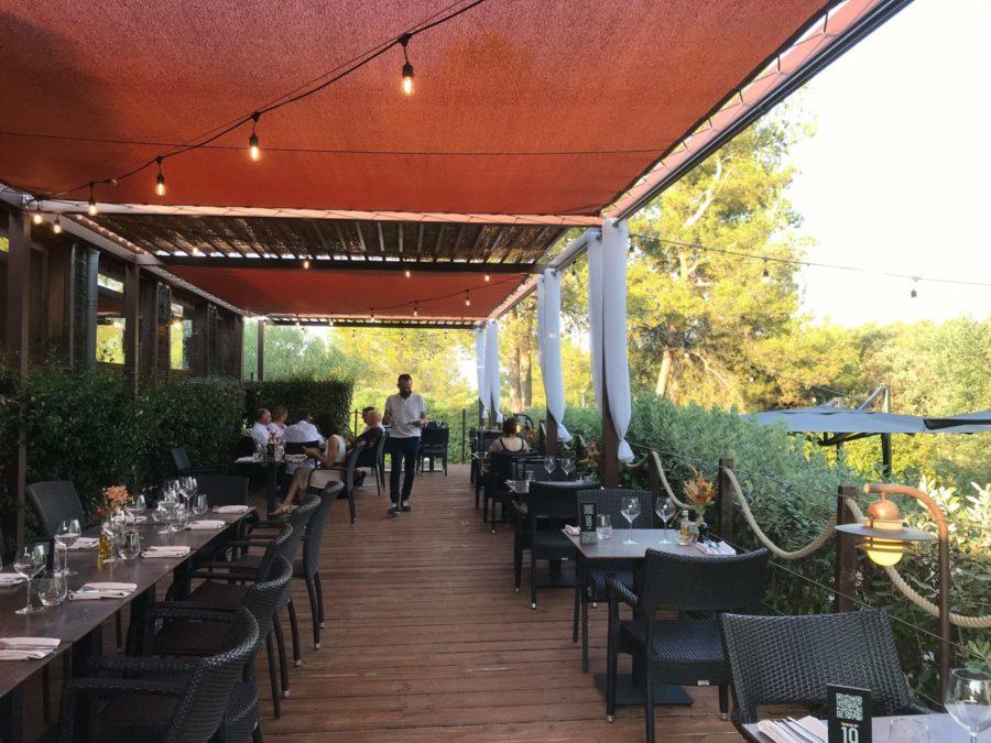 Restaurant extérieur du Clos des Oliviers