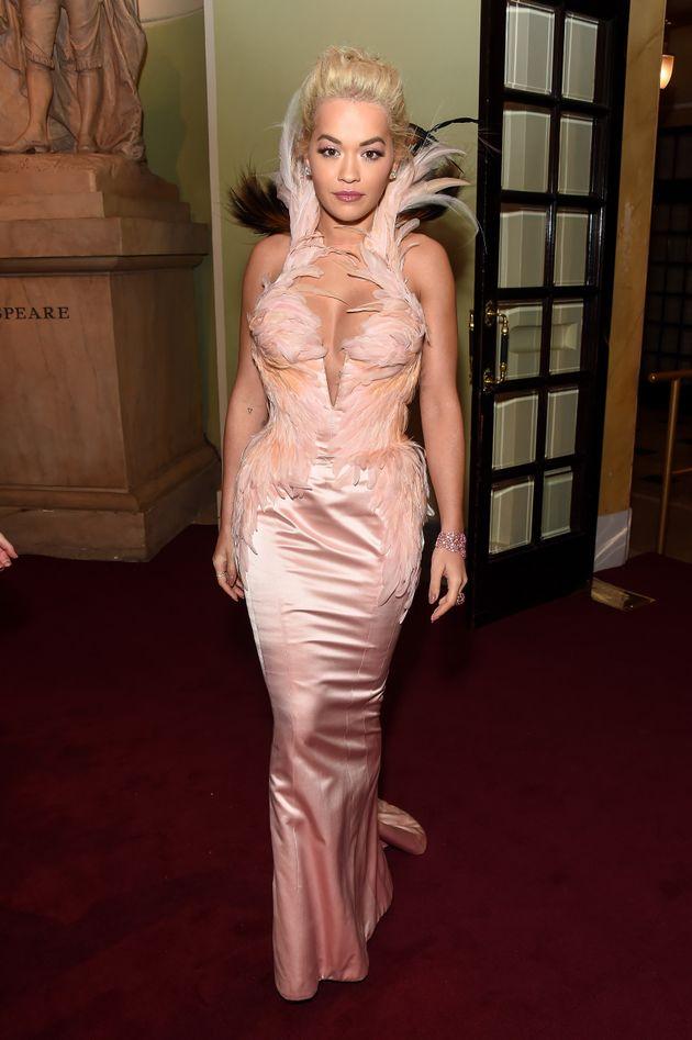 Rita Ora, aux Evening Standard Theatre Awards, en