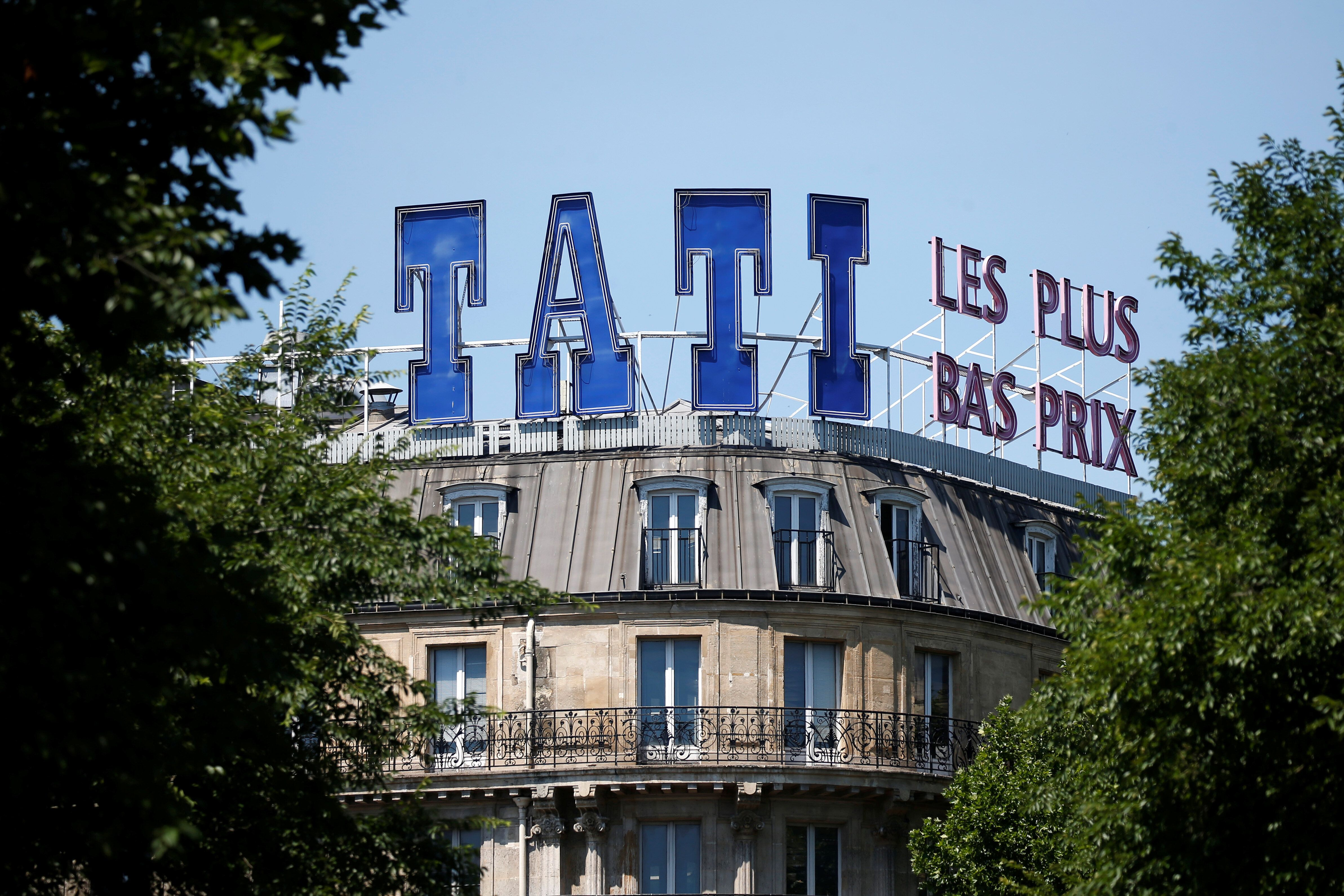 L'enseigne parisienne de Tati, à la station de métro Barbès, le 19 juin