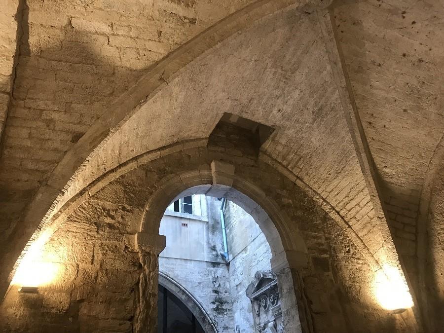 Voûtes murs pierre salle pétrarque